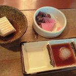 Tonkatsukewaike - 小鉢と漬物、つけタレ