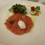メゾン・カシュカシュ - オードブル 桜鱒のマリネタルタル サラダと野菜を添えて