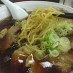 古久龍 - 中細の縮れ麺