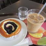 しの笛茶房 - ブルーベリー&チーズポップ、アイスカフェオーレ