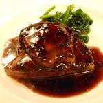 シェ・モンピエール - 料理写真:黒毛和牛ヒレ肉とフォアグラのソテー