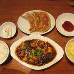 蓮根荘 - 麻婆豆腐と大餃子定食 980円