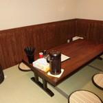 麺や七福 - 小上がりのひとつ小部屋。お座敷6~8席よっ。