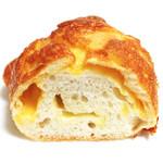 ルパンマディ - 国産小麦ふらんすぱん チーズがたっぷりの断面 '13 5月中旬