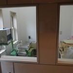 麺や七福 - 自家製麺は 厨房内の横に小部屋製麺所。