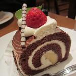 銀座コージーコーナー - ショコラロール 380円