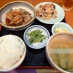 中川 - 【ランチ】メローと里芋の煮付定食(¥900)皮ごと出てくる、ぶつ切りメローが大迫力というかワイルド。小骨が多いが、脂が乗り切っている