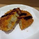 そばカフェ ニノ - この日の一品は揚げたてホクホクの牛肉コロッケ、揚げたてなんでバリウマでしたよ。
