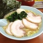 新吉家 - 味玉チャーシュー麺。