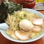 新吉家 - 味玉チャーシュー麺と もやし。