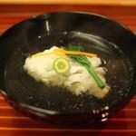 懐石 大原 - お椀 (鱧 柚子とウコギ添え)