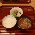 懐石 大原 - ご飯 (加賀味噌仕立ての芽芋と厚揚げの味噌汁、ジャコの山椒煮と白瓜のぬか漬けと煮昆布と沢庵)