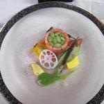 レストラン スイヤルド - オードブル:軽く燻製にした信州サーモンと夏野菜のシャルロット