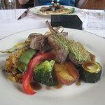 レストラン スイヤルド - メインディッシュ:仔羊背肉のロースト・パセリ風味 肩肉のナヴァランと旬菜
