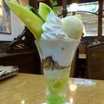 銀座コージーコーナー - 旬のフルーツ直行便!茨城産メロンのパフェ