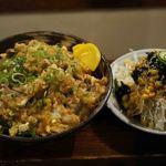 大和家 - 豚たま丼450円と野菜サラダ100円