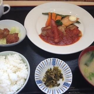 よかとこ やっちろレストラン - 料理写真:日替わりランチ(650円)