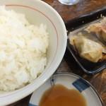 馬賊 - お昼のAセットだとラーメンに餃子6個白御飯付きに出来ます。