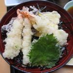 活魚料理一徳 - 天丼 海老天の下にイイダコ天が隠れていますョ。