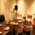 HIT STUDIO 70's旅のつづき... - 個室にはギターとカラオケセットを完備♪