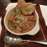 ルーナ・ピエーナ - ≪前菜≫和牛トリッパ(ハチノス)とレンズ豆のトマト煮込み900円。ボリュームあります!