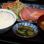 つきじ - ハムエッグ定食