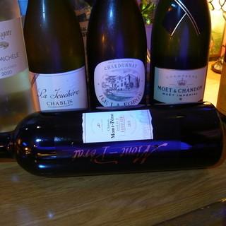 世界のワイン・シャンパン、数十種類の焼酎とビールございます♪