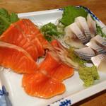 喜作 - 料理写真:サーモンと小鰭のお造り