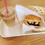 マラサダドーナツのお店 - アイスサンドとアイスカフェオレ