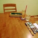 タケゾー - テーブル風景。