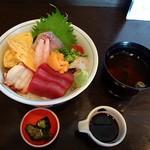 味彩おかもと - 海鮮丼を注文しました