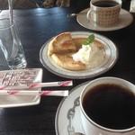 サイフォンズ - ホットック(韓国おやつ)とコーヒー