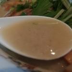 中華そば 一楽 - メニュー表には「鶏系白湯スープ使用」と書いてありますが、隠し味に「煮干し出汁」もブレンドされてますね~