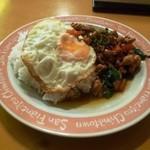 プアンタイ料理京子 - 鳥肉のバジル炒めごはん