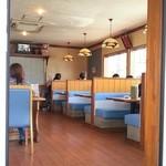 サッポロラーメン羆由良店 - 満席のため入り口で待機中