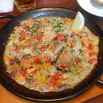 リリオ - 鶏もも肉と葱のパエージャ