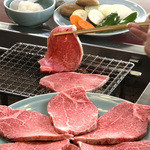 まつむら - 料理写真:松阪の老舗の肉料理店で修行をし、肉の良し悪しを見分ける眼をしっかり養った後、松阪肉のおいしさを地元、鳥羽にも伝えたいと開いたお店です。 極上の霜降り肉がすき焼きやあみ焼き、しゃぶしゃぶ、ステーキを手ごろなお値段で味わって頂けます。「口に運んだ瞬間の感動」をぜひ、多くの方に味わって頂ければと思っております。