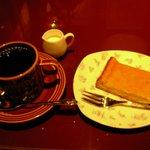 アクション - オーガニックコーヒーとチーズケーキ