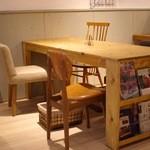 マリポサカフェ - 大きなテーブル席