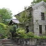 19501809 - 石のレンガ造りの素敵な建物。