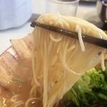 ラーメン 九龍 - 麺は細麺