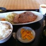 パームスプリングスファミリーレストランアンドゴルフレンジ - 四元豚の塩麹焼 850円