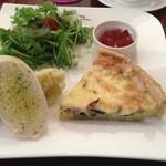 Y's tea room - 野菜たっぷりキッシュプレート。キッシュにトースト、マッシュポテト、サラダ、紅茶のゼリー
