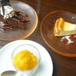 ステレオ - ランチ・デザート ガトーショコラ(左上)、チーズケーキ(右上)、マンゴーシャーベット(下)