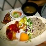 サン・やすらぎ おひさまの部 - レギュラーの豆腐ハンバーグプレートに変わりホタル祭限定       おひさまホタル丼