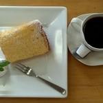 19520598 - 姫ご膳のシフォンケーキと、プラス100円でコーヒーかオレンジが飲めます