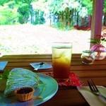 里山カフェ - 13年6月「ヨーグルトクリーム入り小松菜のミルクレープ」と「さわやかティーソーダ」
