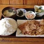 お食事処 秋月 - 豚生姜焼定食(550円)