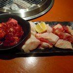 鶏焼将軍 - 軍鶏やき盛り合わせ980円 背肝、せせり、もも。半生で食べれる新鮮さ