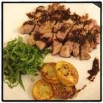 シチリア - 豚肩ロースの鉄板焼き バルサミコソース